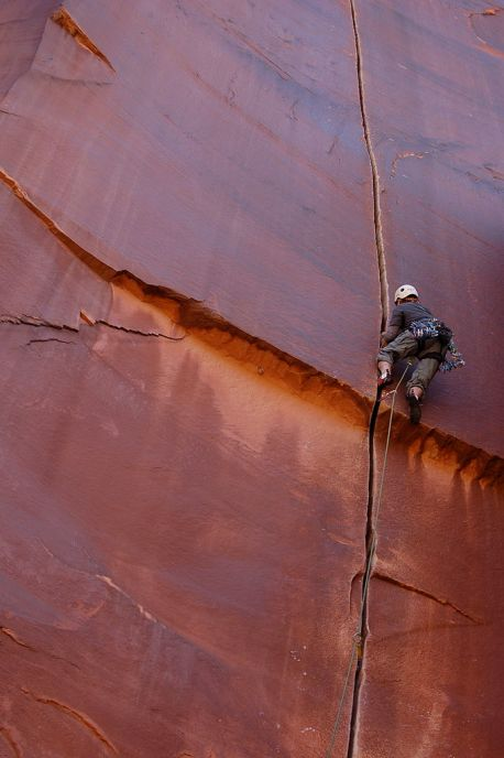 Crack_climbing_in_Indian_Creek,_Utah.jpg
