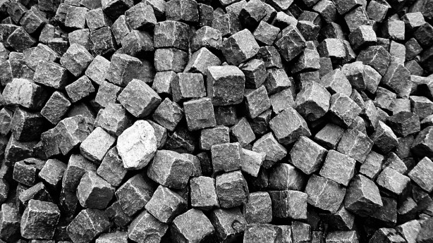brick_stone_blocks_building_material_construction_solid_black_and_white_photography_bw-622812